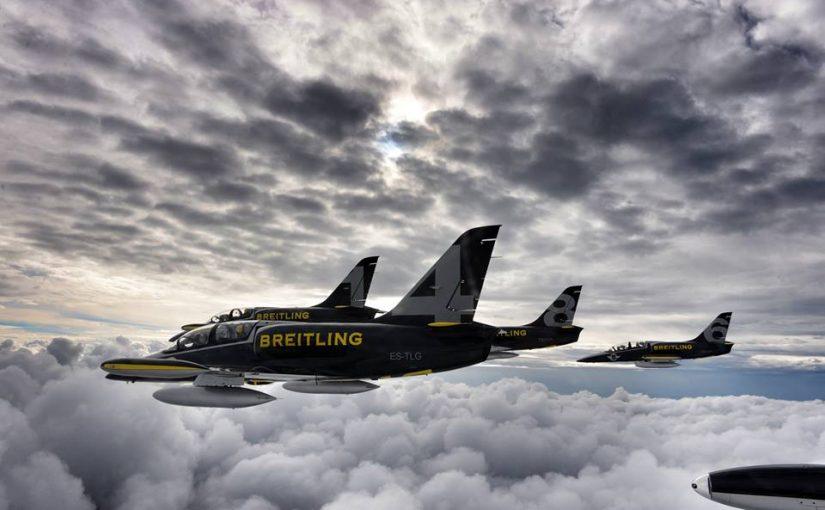 Voler en patrouille d'avion de chasse